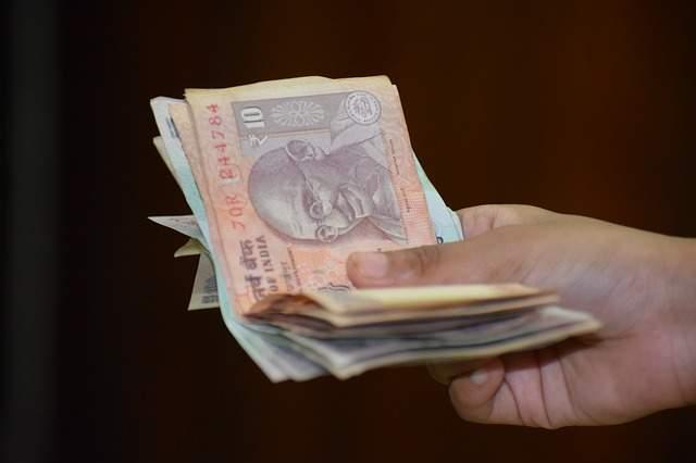 आधुनिक आर्थिक जीवन में धन का क्या महत्व है (Modern Economic life in Money importance Hindi)