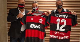 Domènec Torrent chega ao Rio e é recepcionado com festa