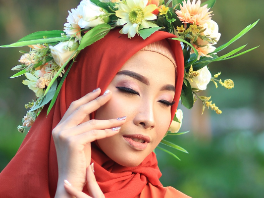 Tips Make Up dengan Lipstik Merah agar Tak Terlihat Tua