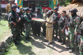 Dansatgas Pamrahwan Yonif RK 751/VJS Tatap Muka Bersama Para Tokoh Distrik Kanggime Papua