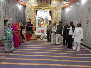 श्री सत्यनारायण मंदिर प्रतिष्ठा की वर्षगांठ पर आरती व प्रसादी वितरण