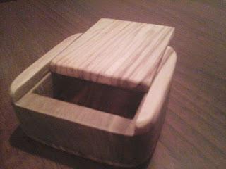 scatolina porta gioielli in legno di ulivo realizzata con seghetto da traforo elettrico