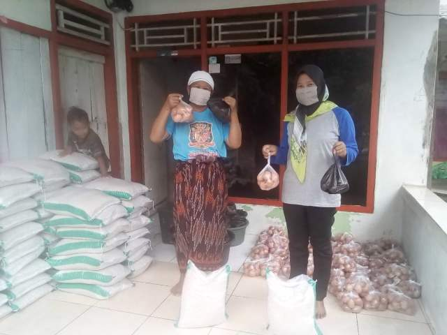 Penyaluran BPNT Desa Kohod Di Kantor Desa  >> https://www.onlinepantura.com/2020/05/penyaluran-bpnt-desa-kohod-di-kantor.html