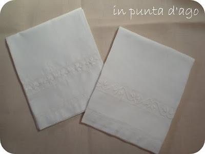 http://silviainpuntadago.blogspot.com/2009/05/due-salviette.html