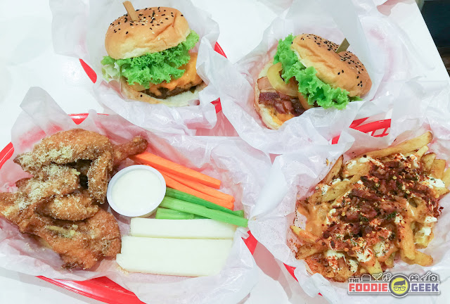 Charlie's Grind and Grill, black angus burger, wagyu burger, parmesan chicken wings, nacho fries