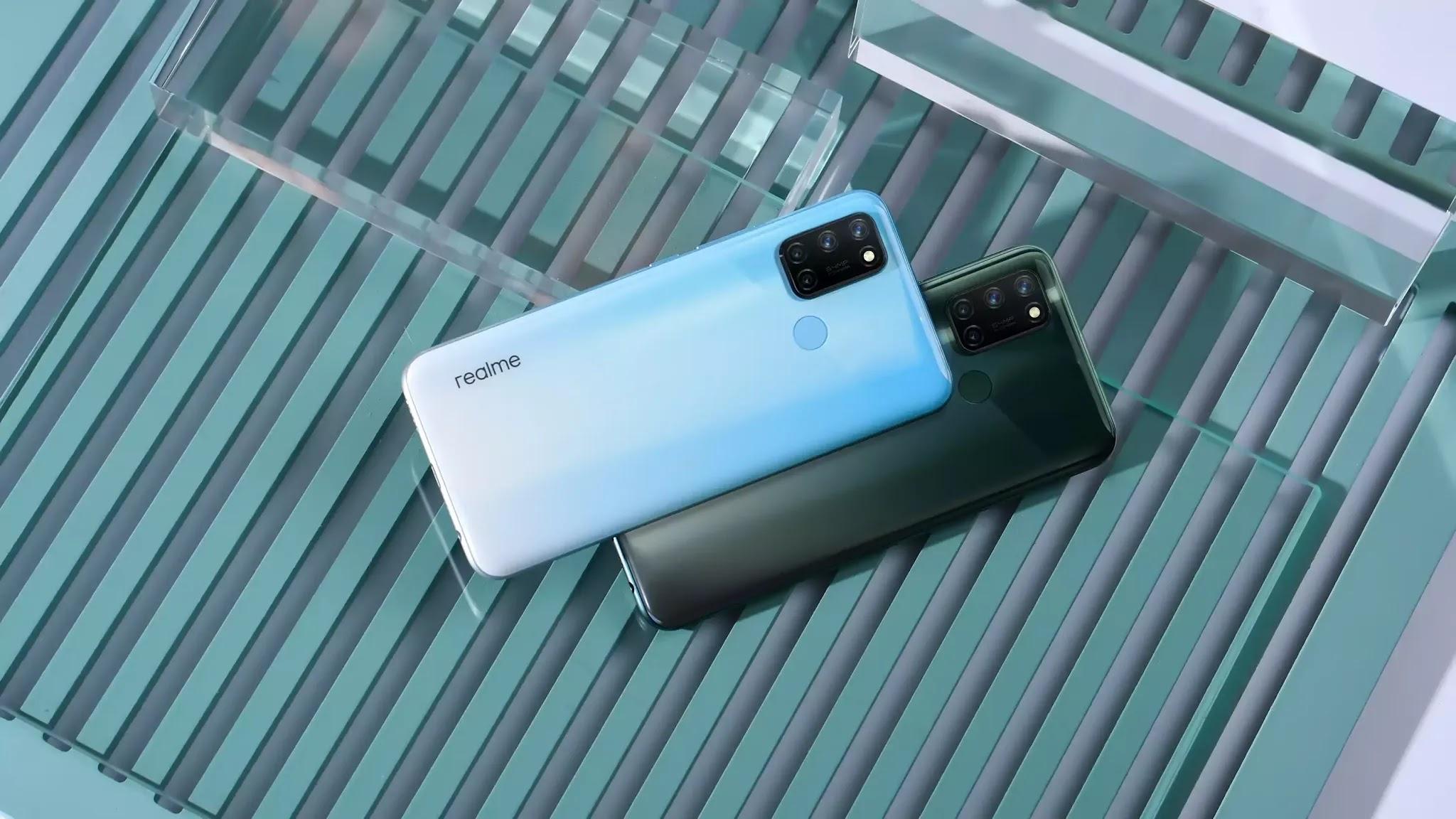 realme 7i - Polar Blue and Aurora Green