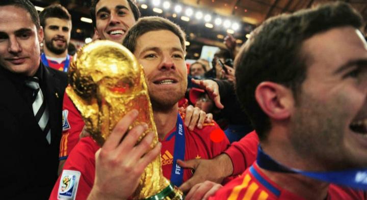 نجم الكرة الاسبانية و محور نادي ريال مدريد و ليفربول و بايرن ميونيخ من مواليد عام 1981 في اسبانيا بدأ مسيرته في لعب كرة القدم عام 1996 مع ريال