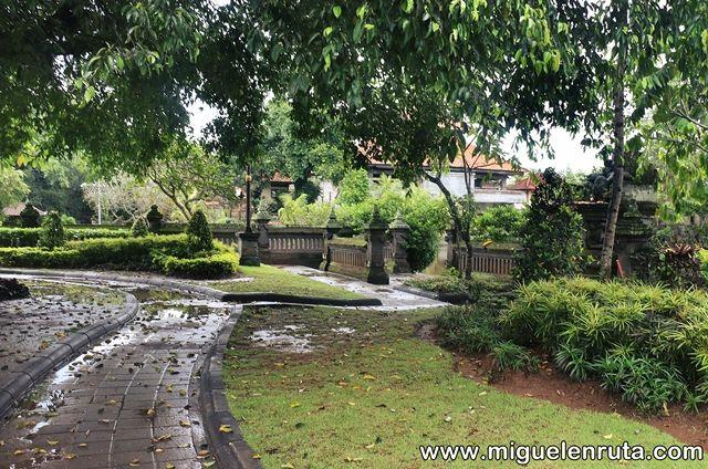 Jardines-Pura-Taman-Ayun-Bali
