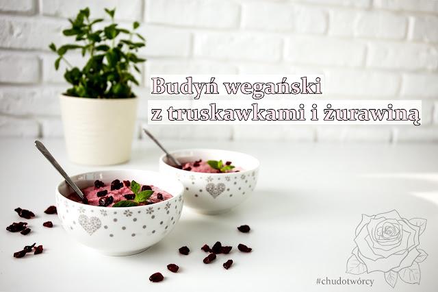 idealny budyń wegański z truskawkami i żurawiną