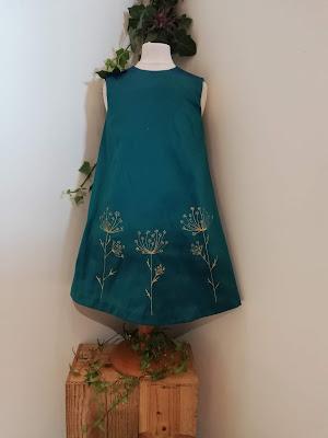 Robe de cortège turquoise, motifs dorés