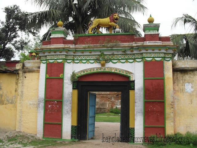 Lion Gate, Dinajpur Rajbari
