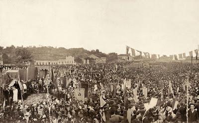 Machado 02 - Machado de Assis é identificado em foto histórica sobre abolição