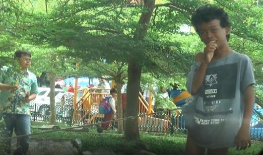 Miris, Bocah Disabilitas  Ini 2 Tahun Diikat di Pohon di Depan Balaikota Lama Padang