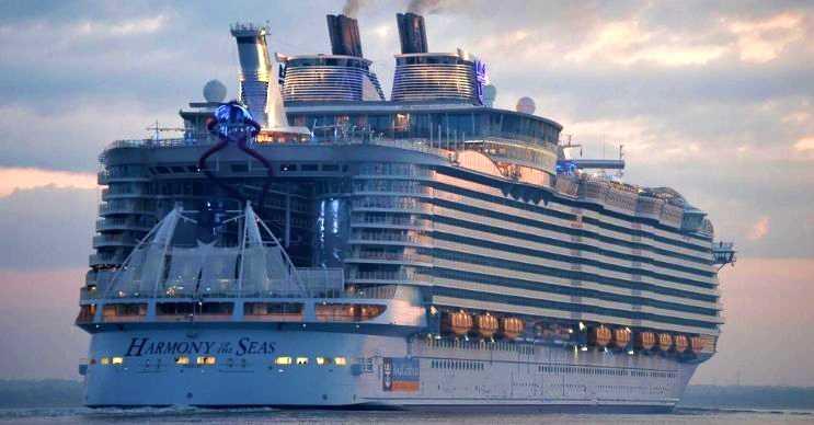 The Harmony Of The Seas görüp görebileceğiniz en heybetli gemidir.