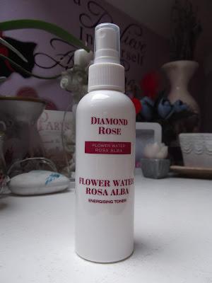 Ružová voda z bielej ruže