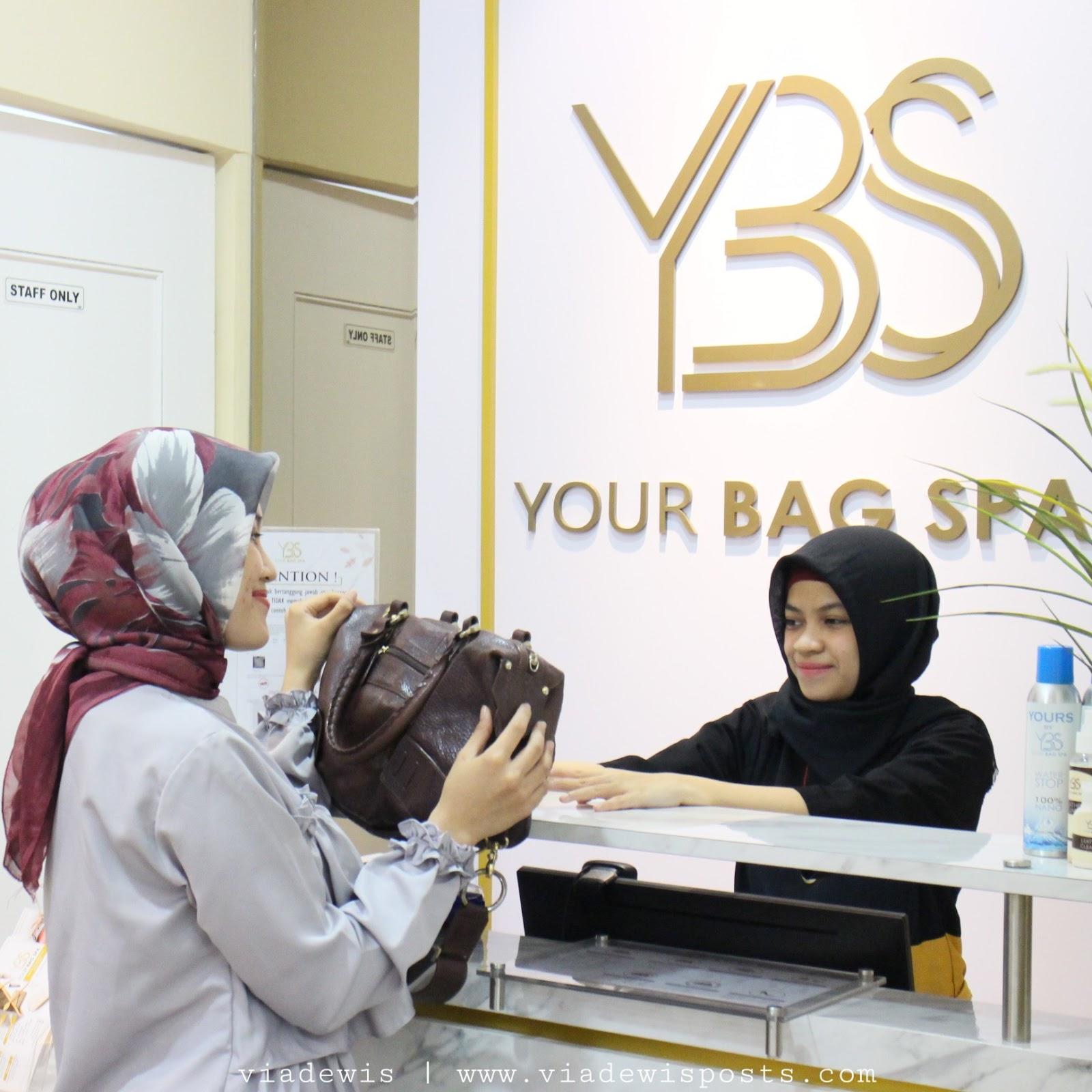 5a28aec3a Aku langsung mendatangi bagian resepsionis di Your Bag Spa PVJ Bandung  untuk reservasi. Petugas di Your Bag Spa akan menyambut customer dengan  ramah.
