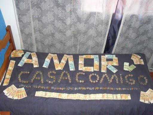 Resultado de imagem para CAMA DE DINHEIRO