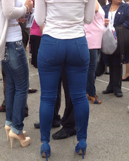 Sabroso trasero redondo pantalones entallados