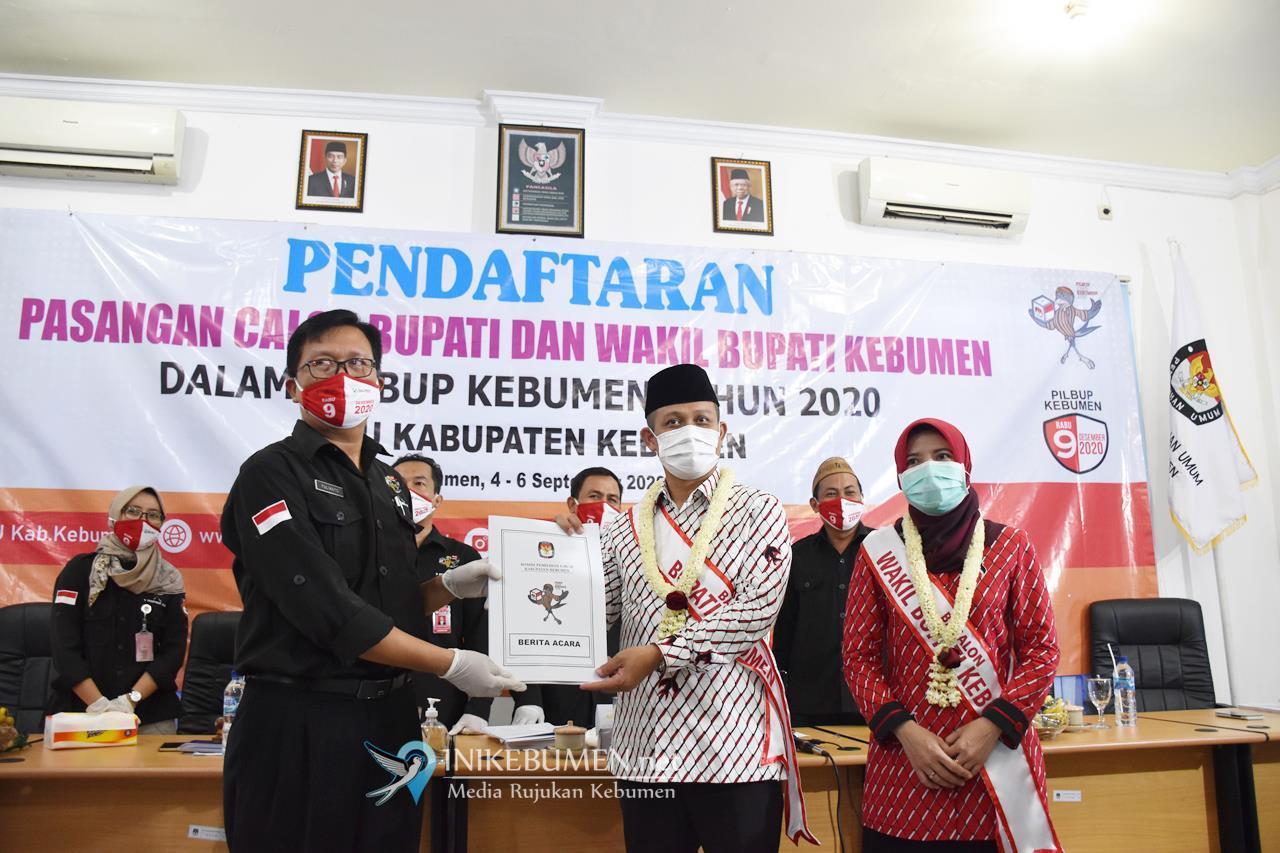Pilkada Kebumen, Arif-Rista Daftar ke KPU Didampingi Pimpinan 9 Parpol