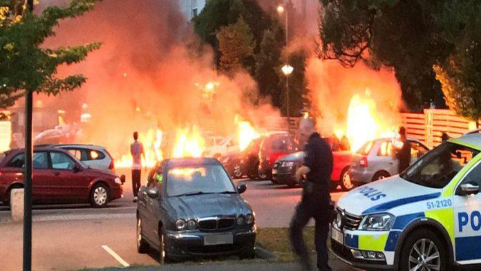 Φλέγεται η Σουηδία: Καταδρομικές επιχειρήσεις μεταναστών τίναξαν στον αέρα πόλεις – Χαοτική κατάσταση
