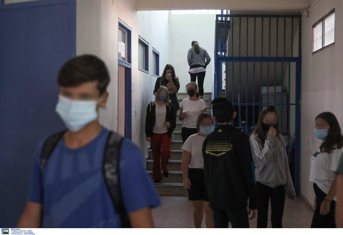 Επιστροφή για τους μαθητές στα σχολεία με βεβαίωση κυκλοφορίας