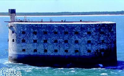 Derriere le Fort Boyard, la plage de la Remigasse, à Oleron.