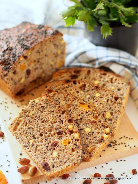 chleb z bakaliami, chleb z suszonymi owocami, chleb domowy, bochenek, bakalie, piekarnia, jak upiec chleb,