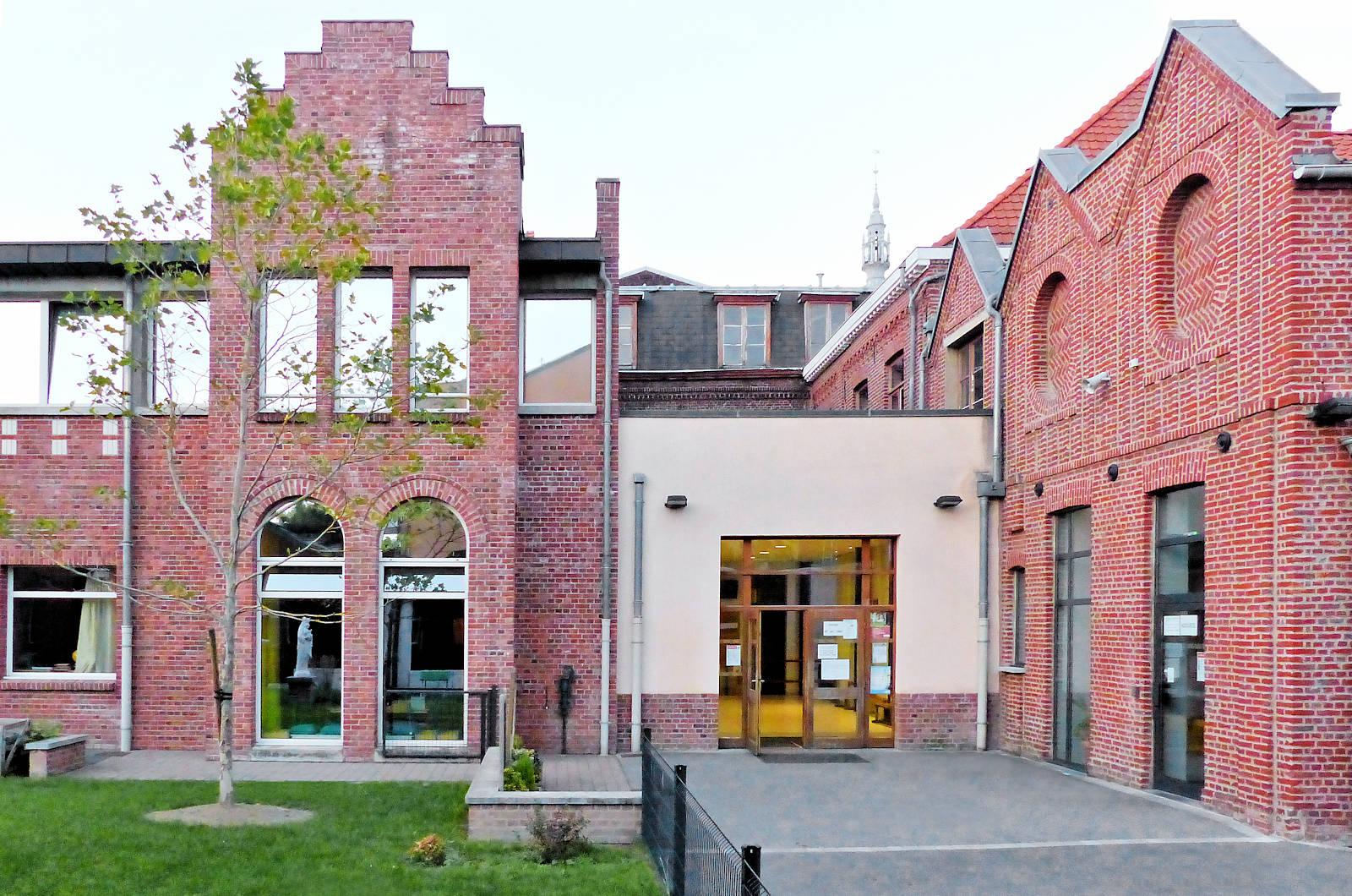 Patio intérieur, Entrée École CNDI Tourcoing