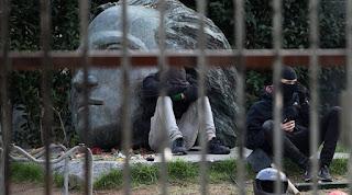 Υπό κατάληψη το Πολυτεχνείο: Ζητούν «πολεμοφόδια» για συγκρούσεις