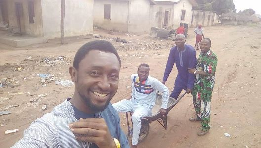 Photos: Benue residents mock their state governor after photos of wheelbarrows he allegedly donated surfaced online