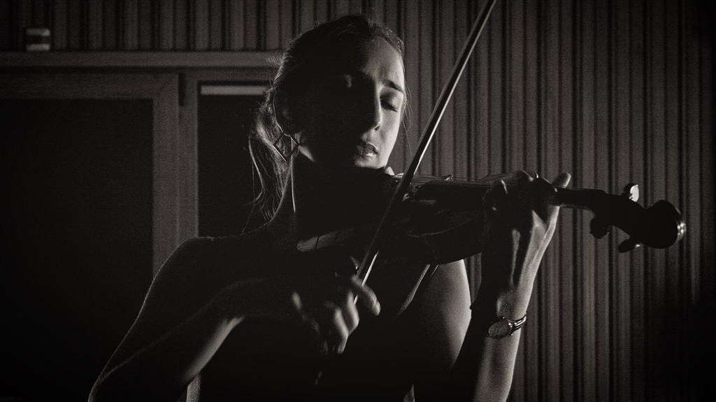 Paradigmas é o primeiro single da violinista Malú Garcia
