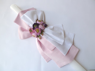 ρομαντική λαμπάδα βάπτισης για κοριτσάκι με ροζ λουλούδια