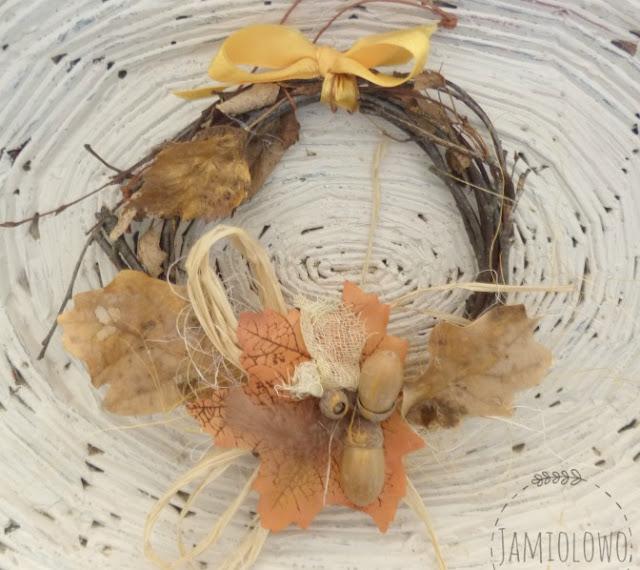 jesienny wianek z brzozowych gałązek