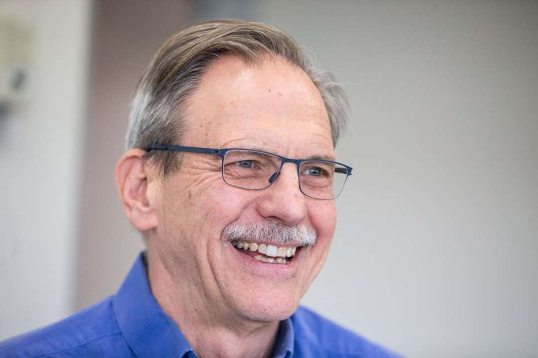Conheça o professor de Harvard que se tornou bilionário graças ao coronavírus
