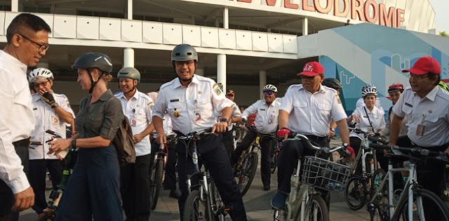 Gowes Ke Kantor, Gubernur Anies Resmikan Jalur Sepeda Rute Ganjil Genap
