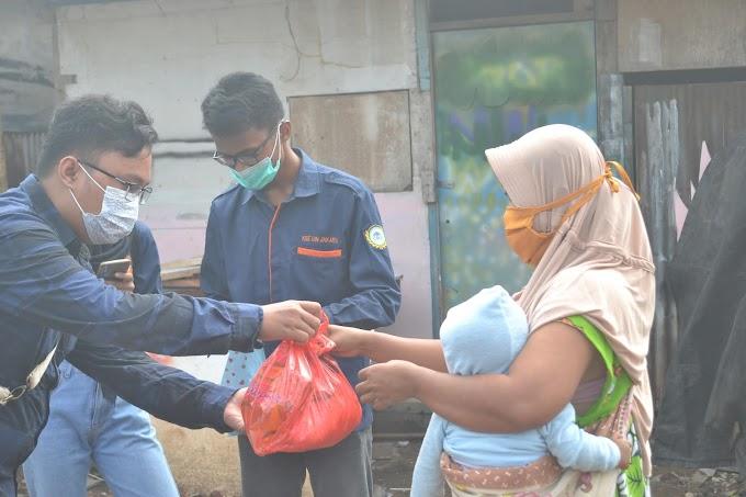 Gerakan BISMA Paguyuban KSE UIN Jakarta untuk Warga Terdampak Pandemi COVID-19 di Lapak Pemulung Ciputat