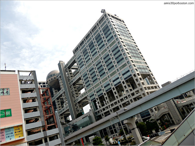Fuji TV Headquarters Building en Odaiba, Tokio