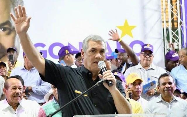 Luis Abinader pone en peligro los logros del gobierno de Danilo Medina, según Gonzalo Castillo