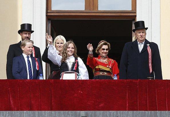 King Harald, Queen Sonja, Crown Prince Haakon, Crown Princess Mette-Marit, Princess Ingrid Alexandra and Prince Sverre Magnus