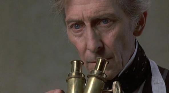 Peter Cushing en The Creeping Flesh