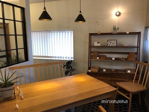 高木焼菓子店内の家具