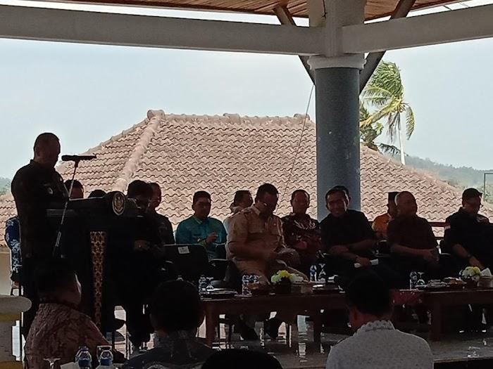 Plt Nanang Ermanto,Silaturahmi Dengan Perwakilan Warga Tejang Pulau Sebesi,Serta Kungker Dari Komisi IV  DPR RI Di Rumdin Lamsel.
