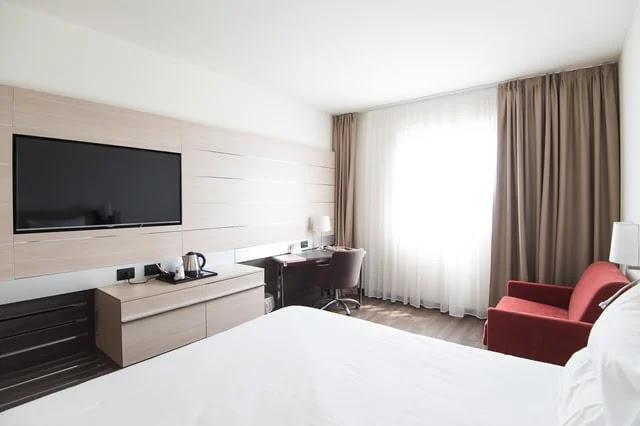 aprende ingles hotel habitacion amplia brillante impecable