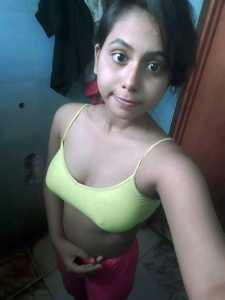 Desi Hot Girl Selfie Pics