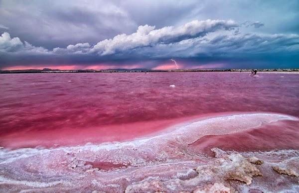 اساس بحيرة هيلر والسبب الحقيقي في لونها الوردي