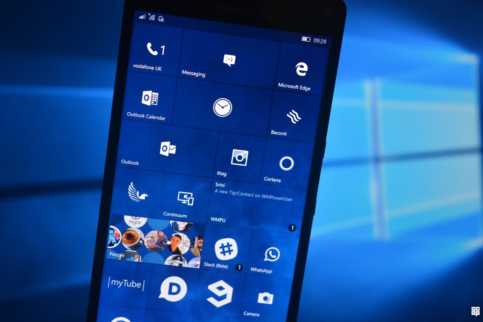 How to Change Wallpaper in Windows 10 Mobile - How to Get Help in ...