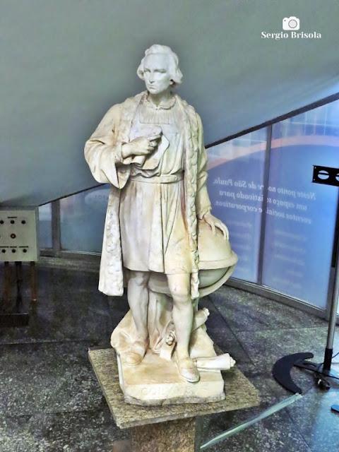 Close-up da Escultura Cristóvão Colombo - Edifício Itália - São Paulo