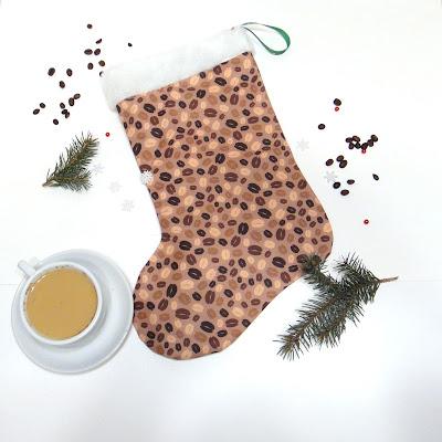 Новогодний сувенир для любителей кофе: чулки для подарков. Натуральный хлопок, искусственный белый мех. Доставка на выбор: курьерская или почтовая