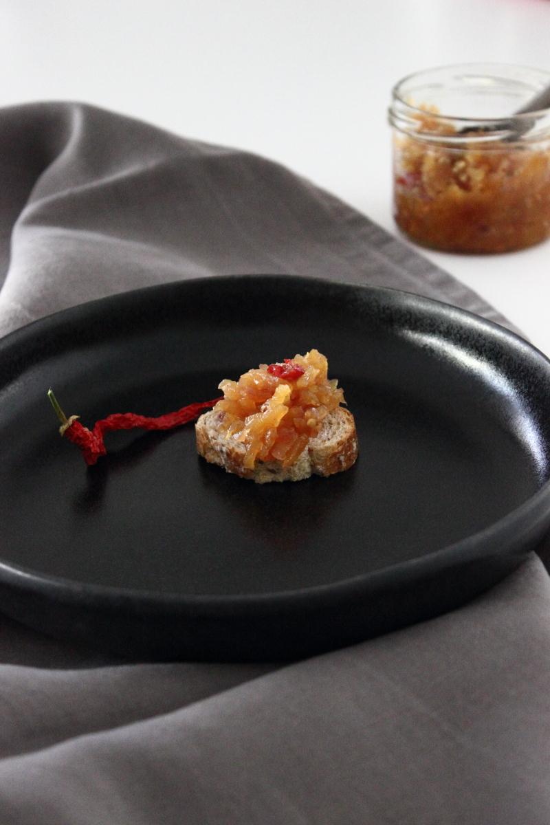 Chutney Apfel Zwiebel Chili, lecker zu Käse und Brot, süßsauer, Einkochen, Rezept, Geschenk aus der Küche