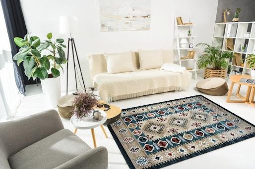 sự kết hợp giữa họa tiết cổ điển với phong cách hiện đại giúp căn phòng trông sẽ thú vị hơn.